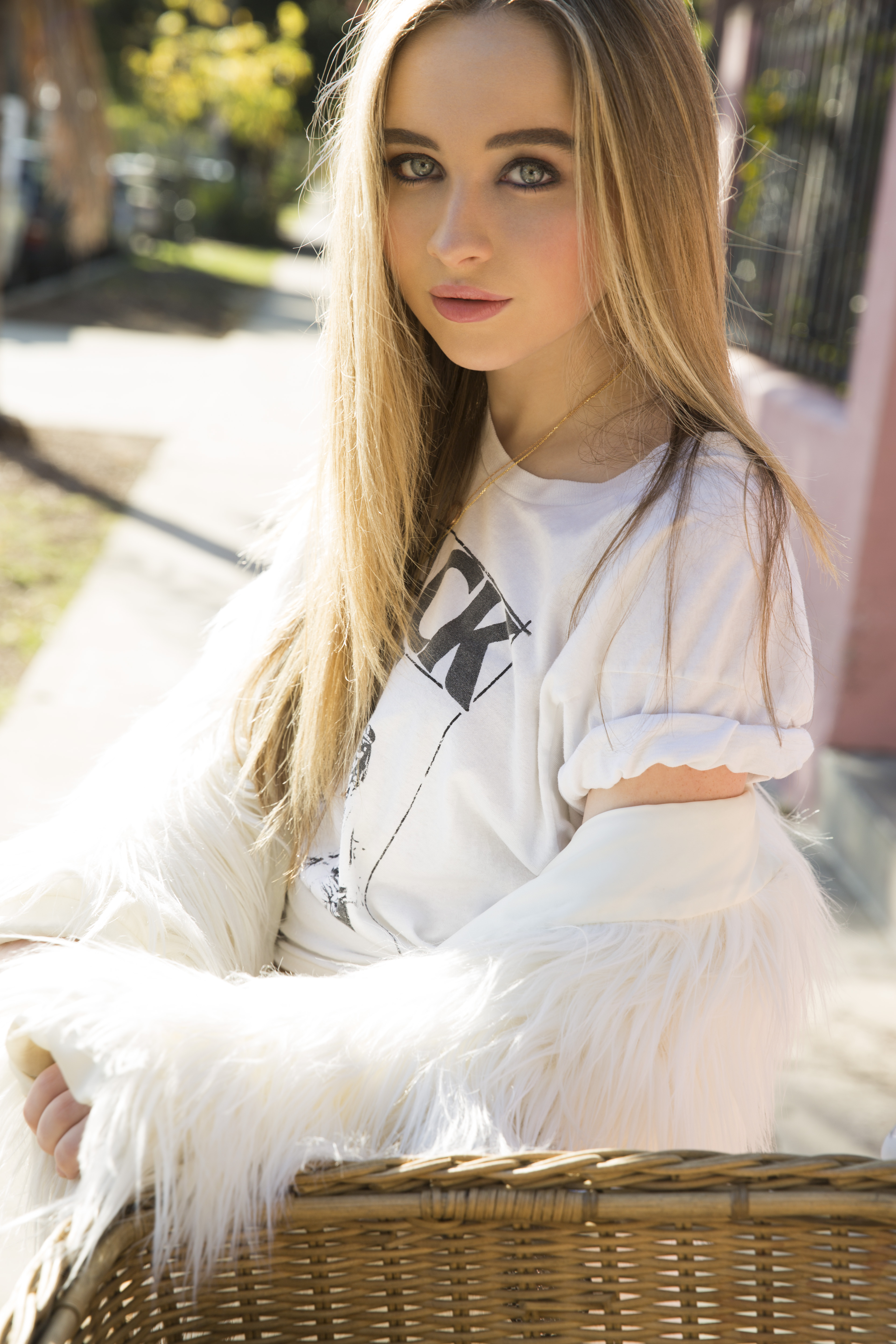carpenter single girls World, meet girl crystal bell crystalbell 08/27/2015 while it would be easy to label sabrina carpenter as disney channel's new it girl, it's safe to say the happy-go-lucky teen doesn't care.